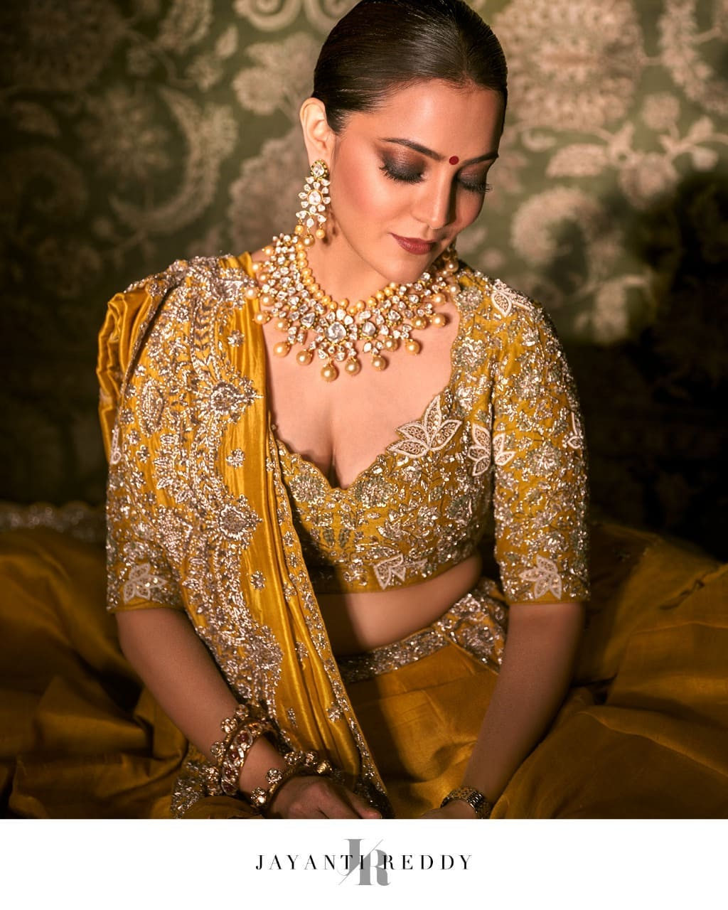 Nisha Aggarwal Dolled up in a classic mustard embroidered lehenga set. 2021-09-08
