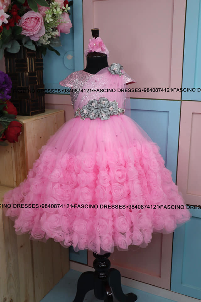 A royal princess kids first birth day gown. 2021-09-09