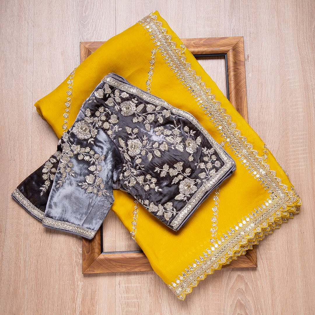 The sheer magnificence of stunning yellow organza saree is covered with sparking sequins and cutdana makes this saree an extraordinary collectible. Paired with detailed contrast velvet ready-blouse this saree is six yards of pure glamour.  — Worldwide free shipping Contact : 00919845922959 Email: Esales@samyakk.com Product Code: SE2443. 2021-09-10