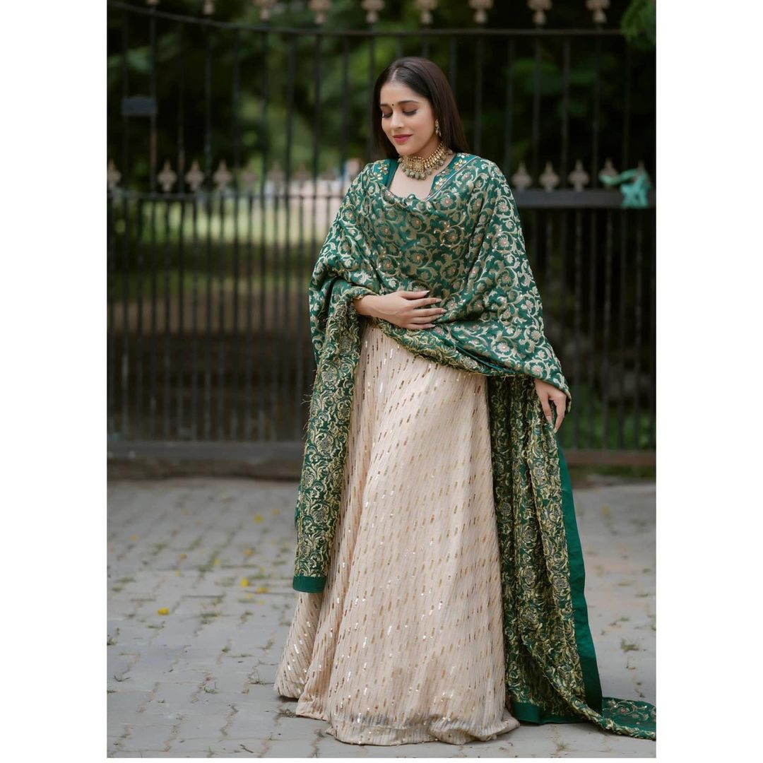 Gorgeous Rashmi Gautam in  custom designed Lehenga for an event. . . Outfit : Starry dreams. 2021-09-11