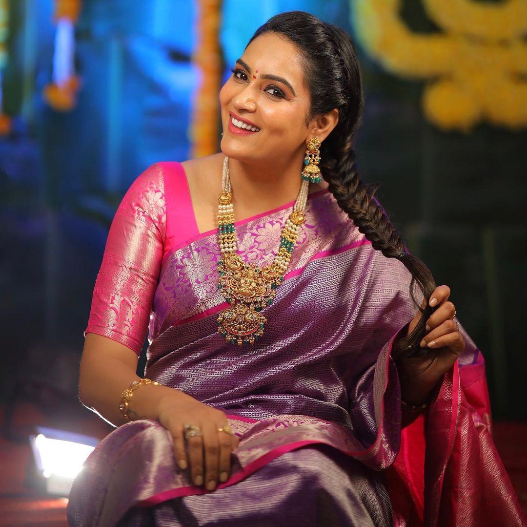 Beautiful actress Himaja in pattu saree for Vinayaka Chaturdhi. 2021-09-12