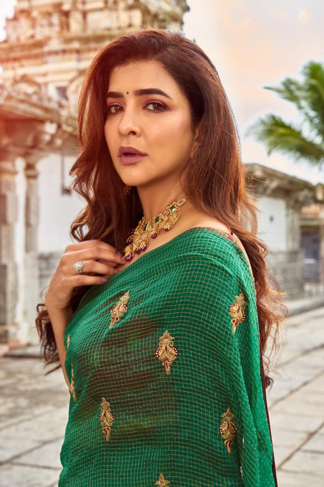 The SAGE SERENITY is a creation of Sheer textured & fine luxury weave using Chanderi Tissues. The stunning green represents the tranquility of nature while Gold Motifs woven using zardosi zari and stones add grace and vibrance to it. Adorn & radiate your authentic self with our Sage Serenity in your festivities