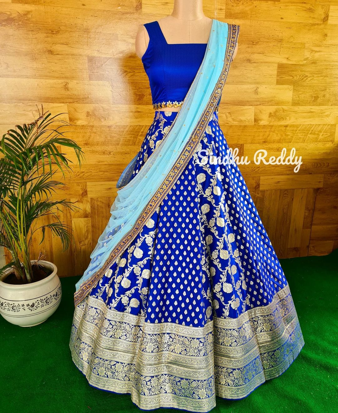 Magnificence of a Blue Banarasi Lehenga.  If you are enthusiastic about wearing a wedding Lehenga that is not heavy but rather still looks lofty at that point a Banarasi silk Lehenga is your go-to decision! 2021-09-16
