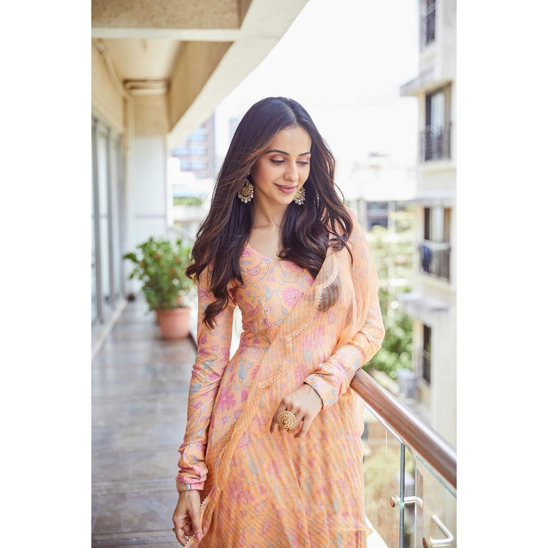 Beautiful actress Rakul Preet Singh wearing Drzya ridhisuri for kondapolam promotions . Earrings Karishma joolry. Ring Rubans accessories. 2021-09-20