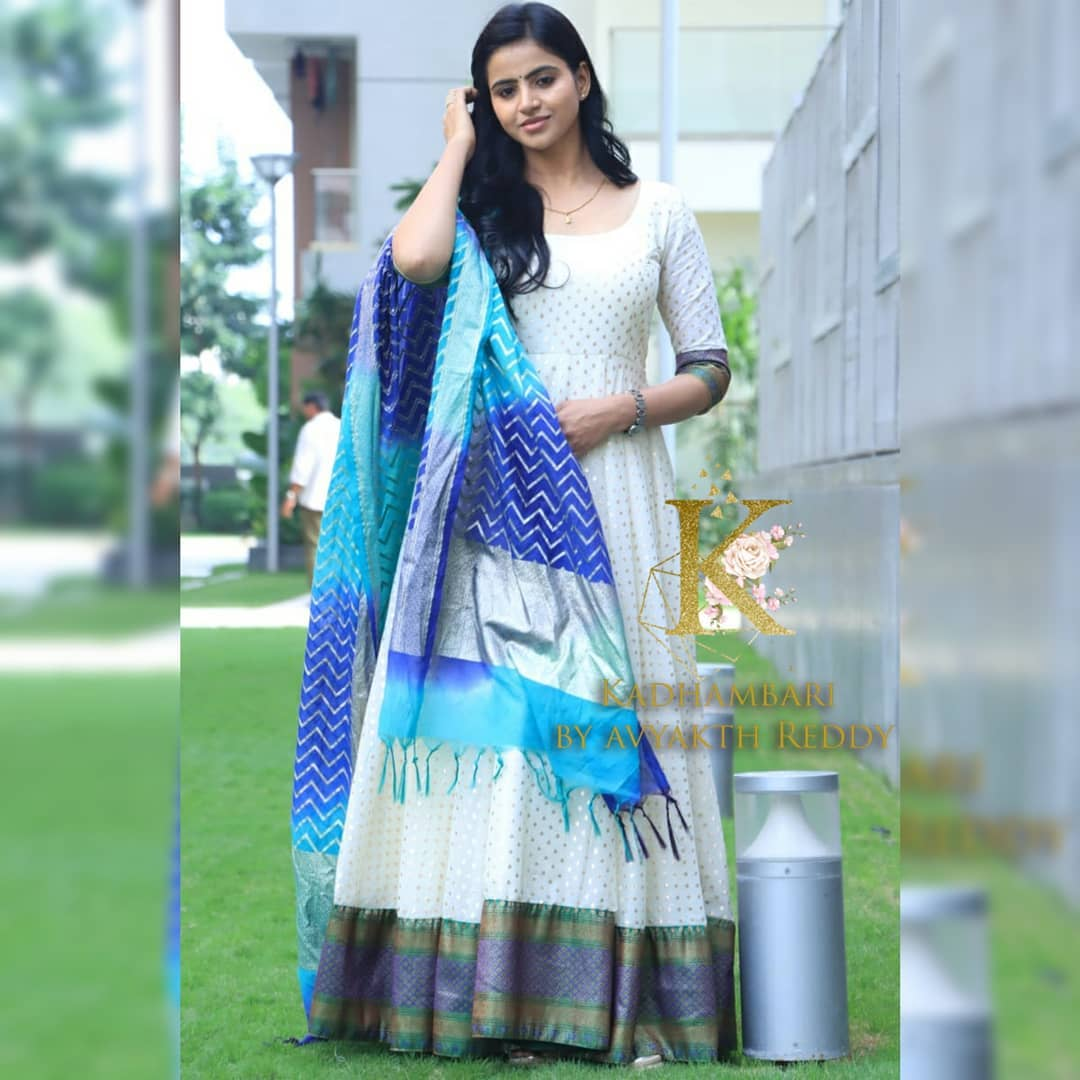 Gorgeous actress Naveena in  chanderi anarkali. This outfit is Available at 6800/- 2021-09-20