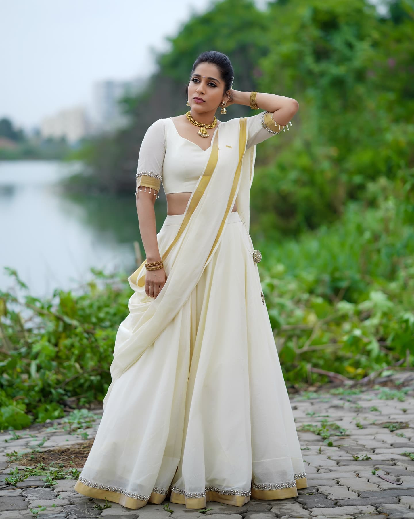 Gorgeous actress Rashmi Gautham in white halfsaree for Jabardasth. Outfit by Starry dreams by SHAMA . 2021-09-22