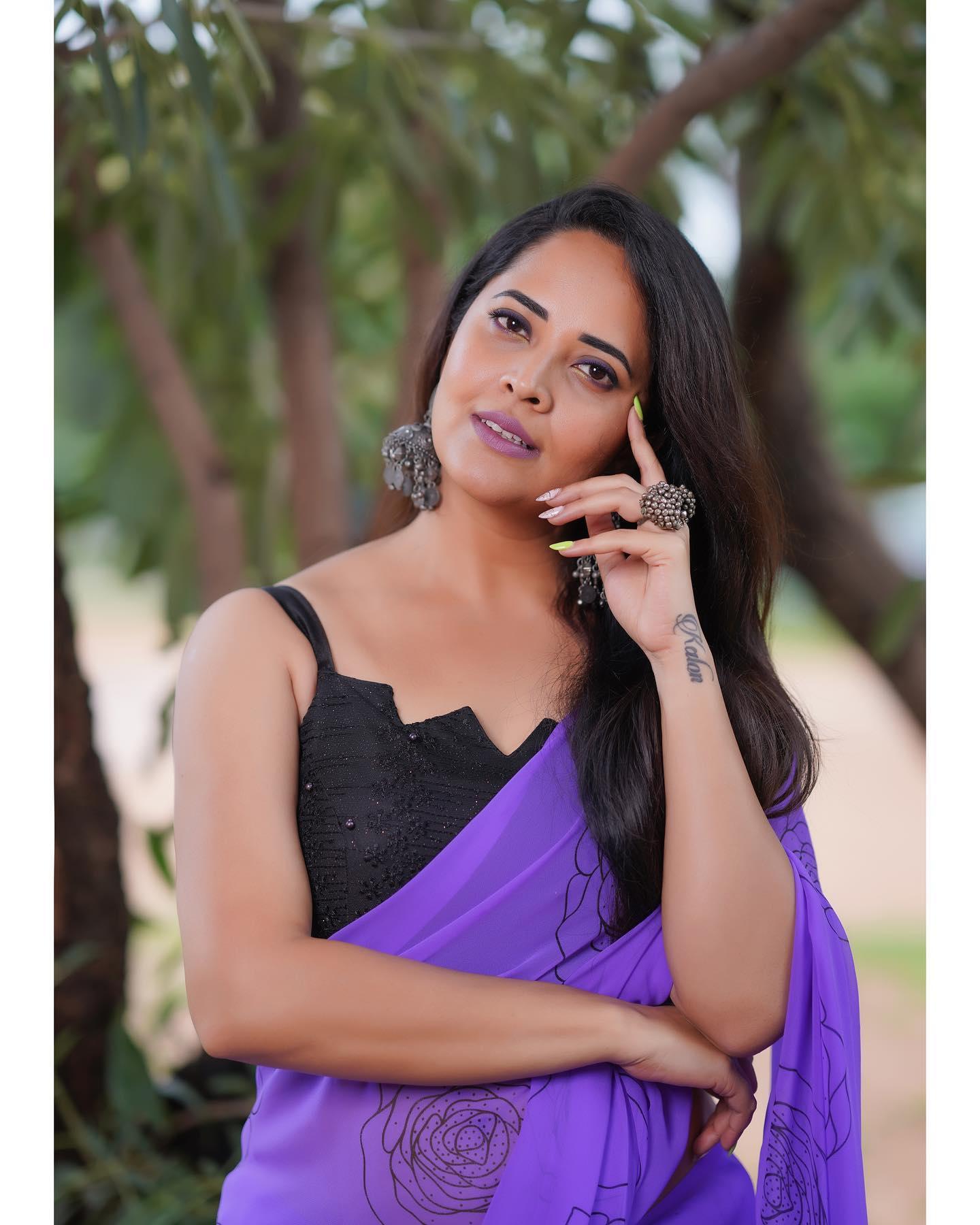 Beautiful actress Anasuya Bardwaj in lavender floral print saree for Jabardasth. 2021-09-24