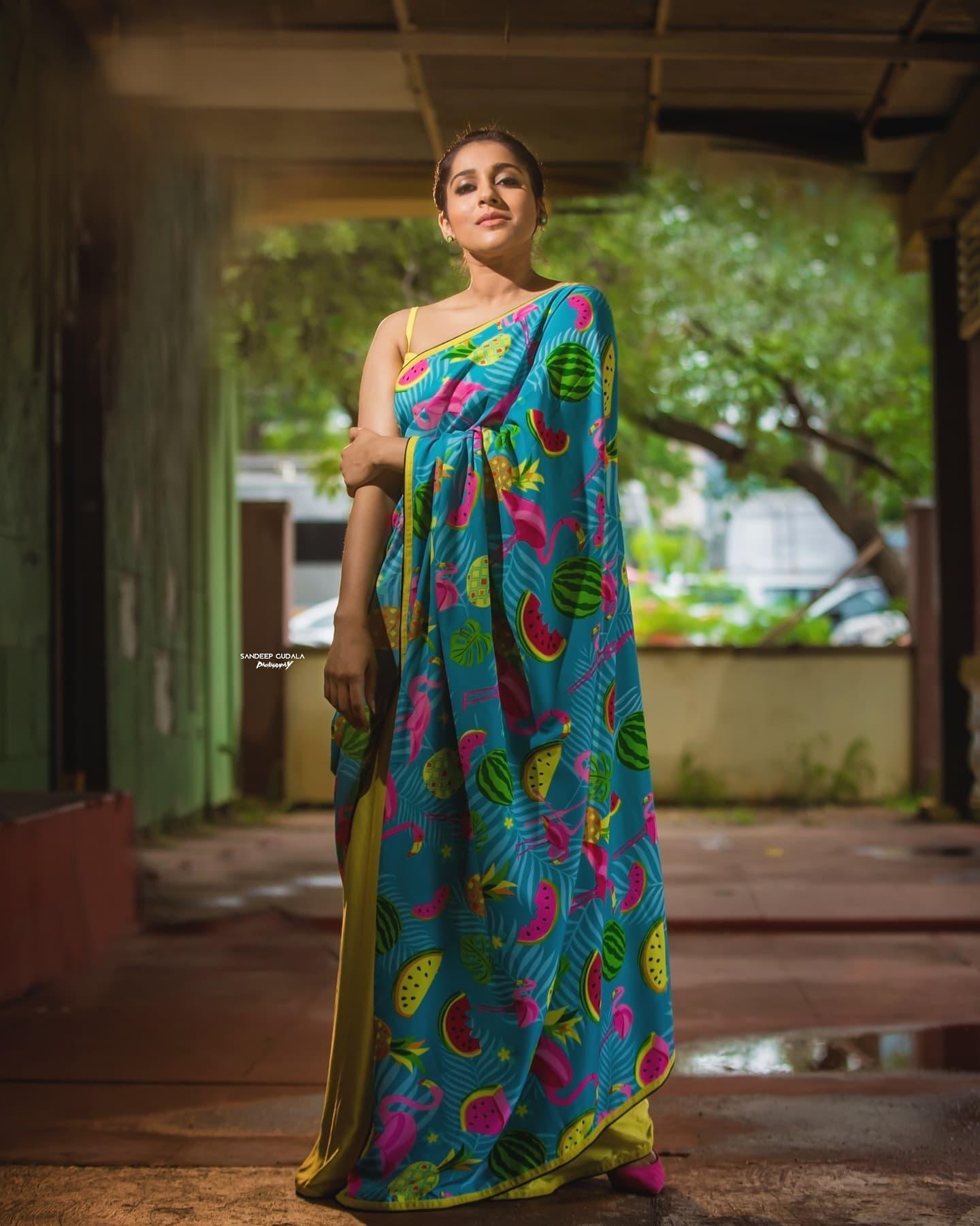 Beautiful actress Rashmi Gautham in Flemingo print saree for jabardasth. Saree by Shrutiig clothing . 2021-09-25