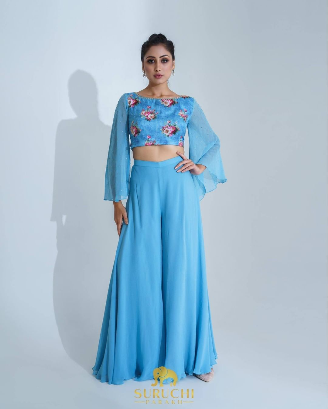 Some pairs are match-made in heaven! One of them is a flared sleeves crop top with flared pants!  Keep it casual yet classy this festive season with this one! 2021-09-27
