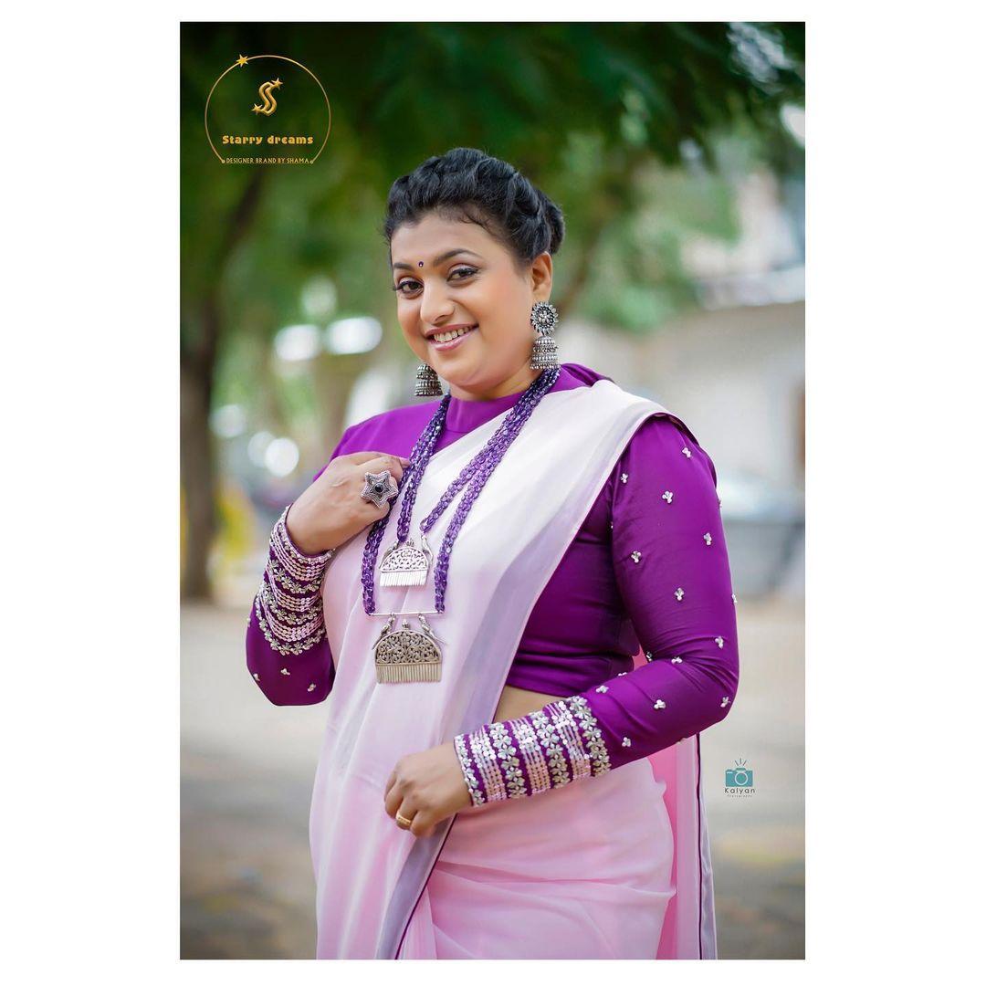 Beautiful Rroja Selvamani  in custom designed saree by Starry dreams by Shama for jabardasth show. 2021-09-27