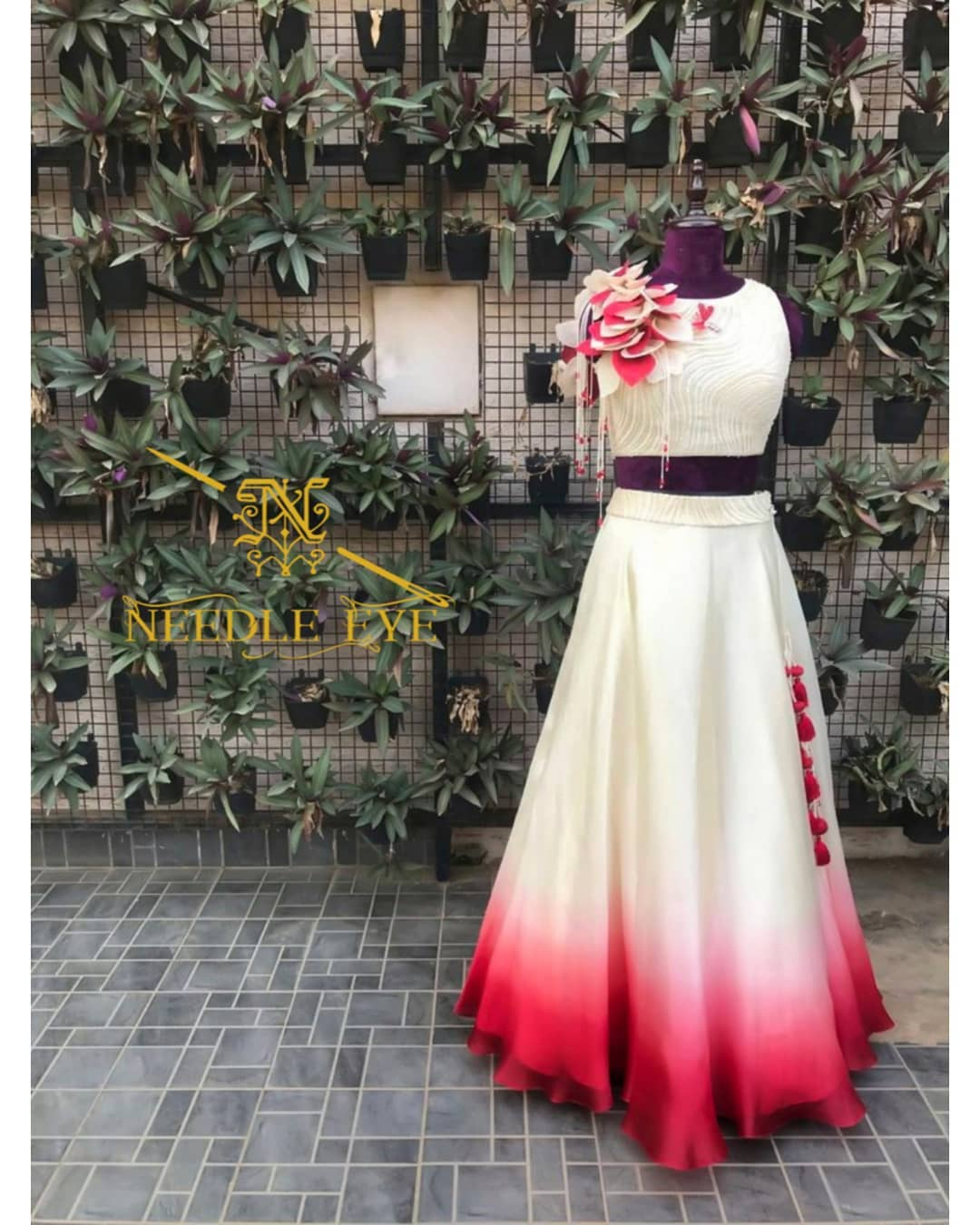 With a tinge of red and cream brighten ups your day! Beautiful red and cream color combo skirt and crop top. 2021-09-27