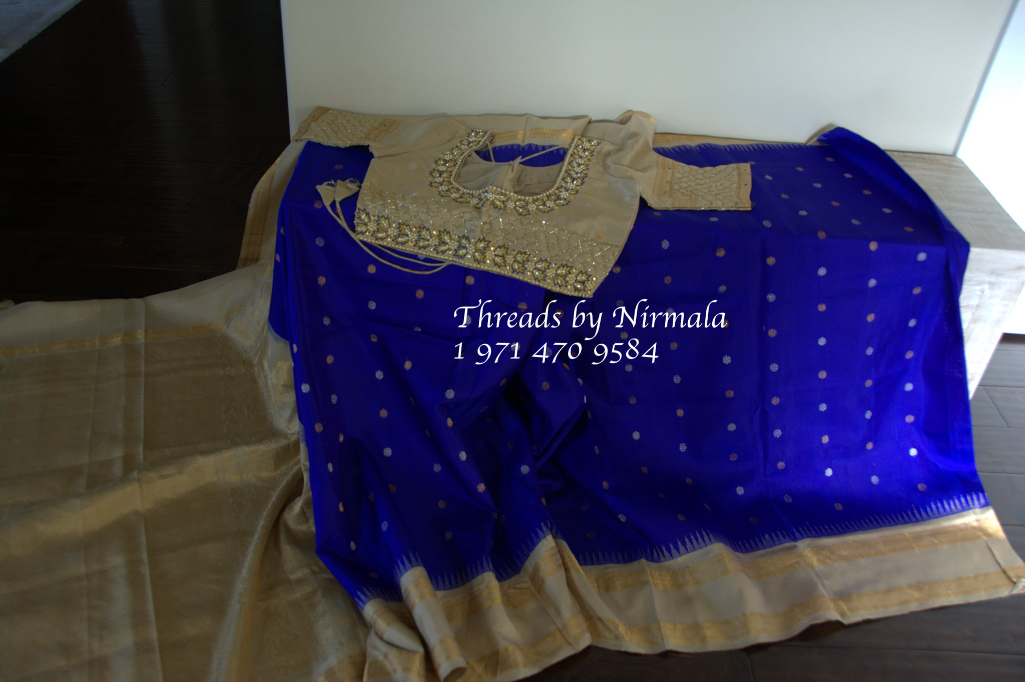 Beautiful deep blue and off white color combo gadwal pattu saree with maggam work blouse. 2021-09-29
