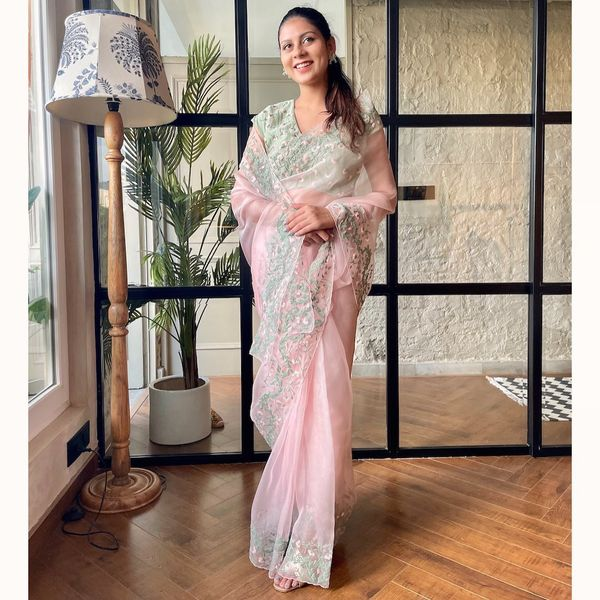 What are you looking for ?  Dutch Garden Saree. 2021-10-06