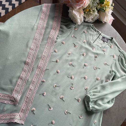 Falling in love with  falling flower kurta set.  Sales Team : 9899070899 2021-10-07