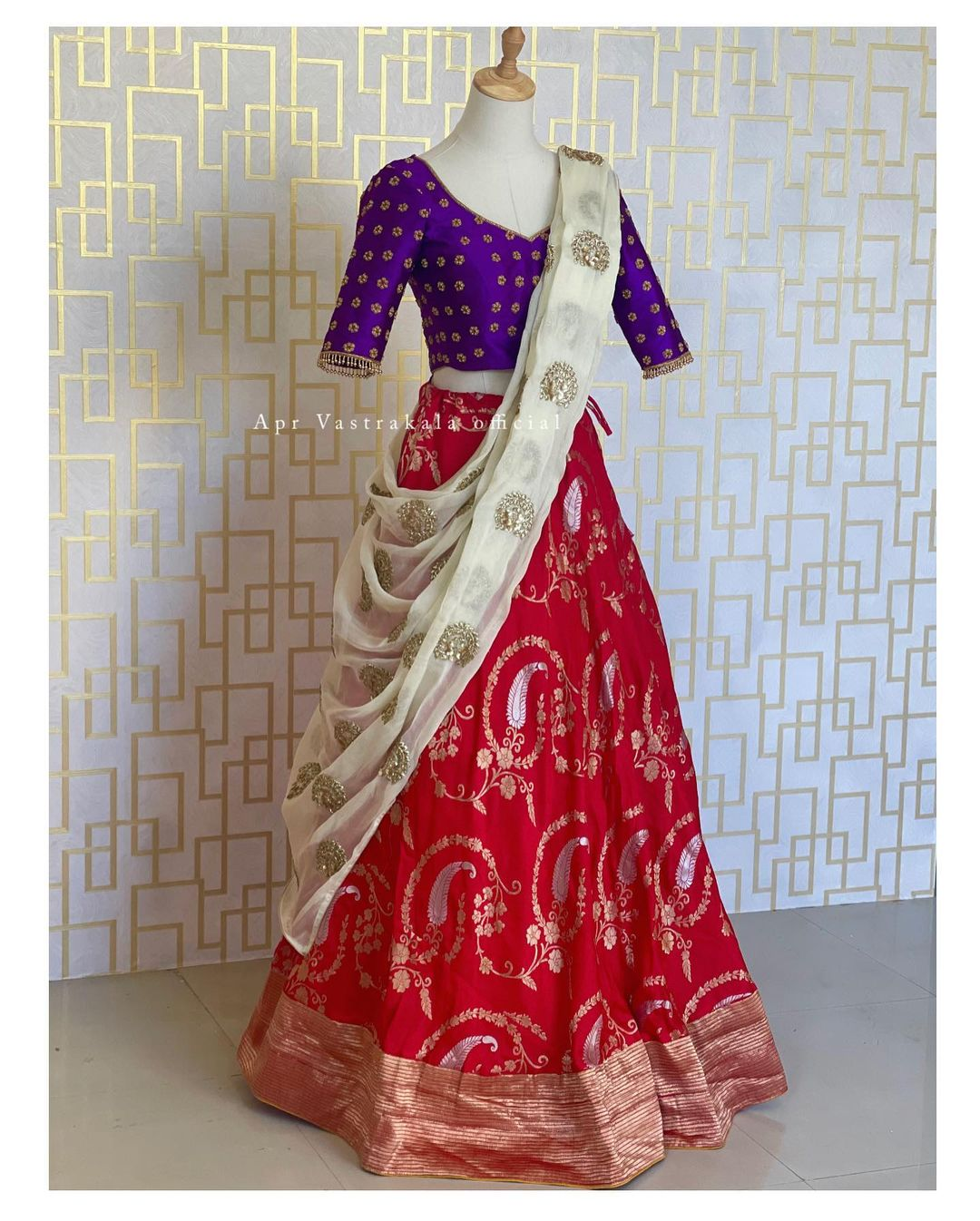 Gorgeous red benarassi lehenga and purple blousse with white dupatta. Blouse with hand embroidery work. 2021-10-08