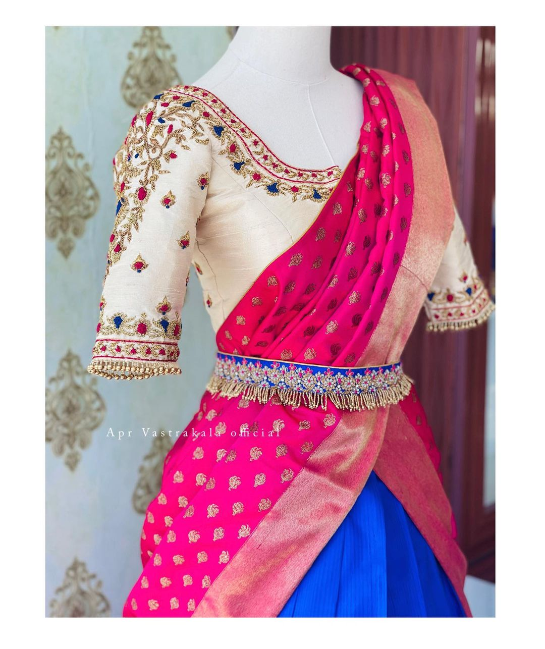 Gorgeous pattu lehenga and off white blouse with pink kanchi pattu dupatta. 2021-10-08