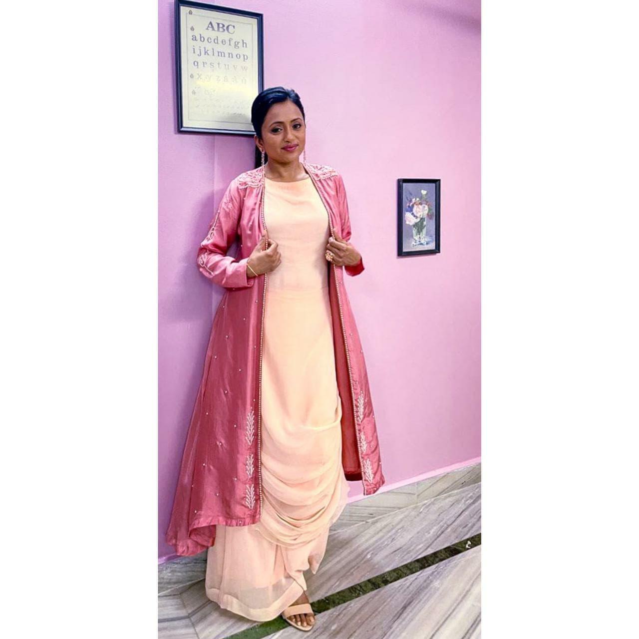 Beautiful anchor Suma Kanakala from yesterday's 'Most Eligible Bachelor' Pre-Release. Styled by Priyankasaha jananda. Outfit  : Desi Vastra. Jewlry : Kushlas fashion jewellery. 2021-10-09
