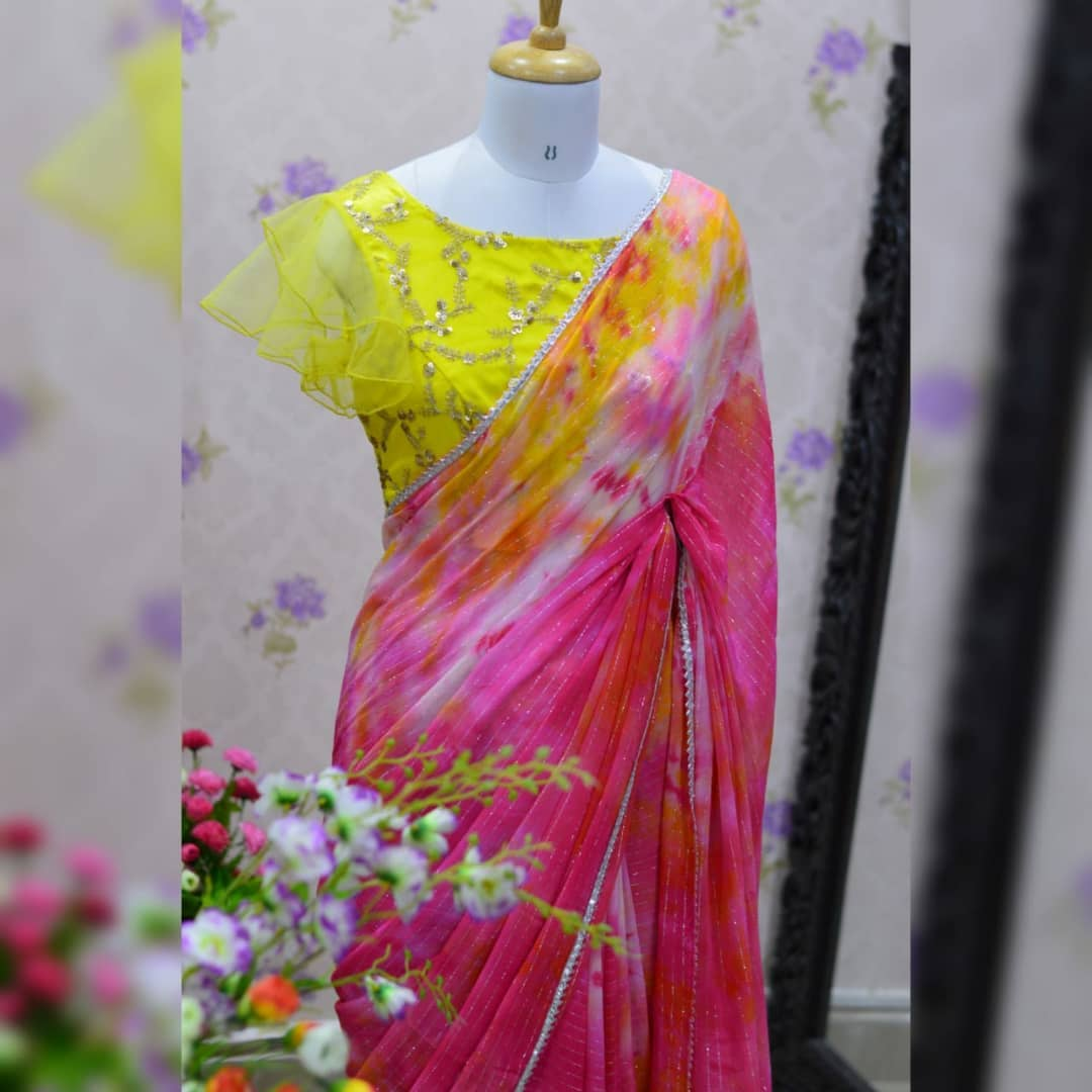 Awesome .. Tie and Dye silver jari pure Georgette saree paired up lemon yellow embroidery work blouse.  Blouse sizes can be customized. Collection no:014SHV For price details inbox  or watsapp on +917799503713. 2021-10-14