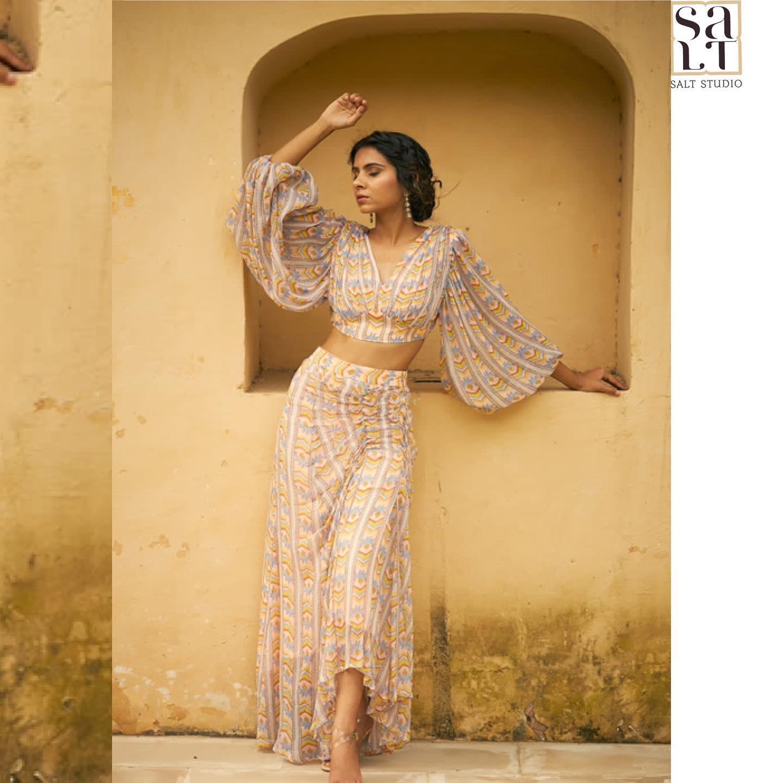 Gorgeous skirt and bishop sleeves crop top. 2021-10-14