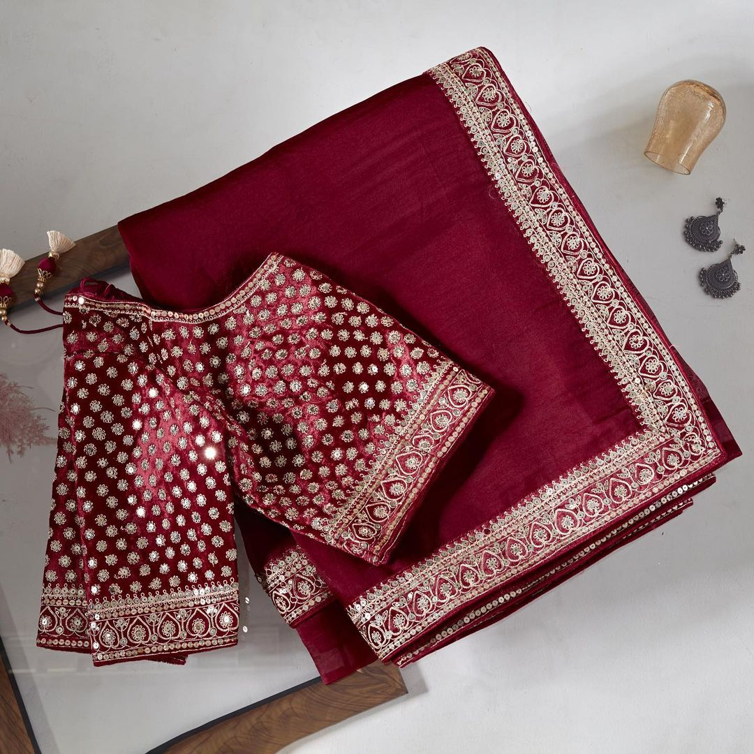 Traditional silhouette meets modern aesthetic is this cherry red organza drape enclosed with embroidered border and its intricately embellished ready blouse adds glamour to the saree.  Worldwide free shipping Contact : 00919845922959 Email: Esales@samyakk.com Product Code: SHA2027. 2021-10-14