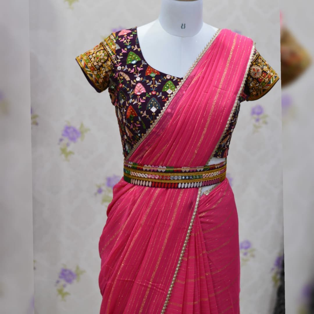 Awesome ..Peach pink pure georgette saree paired up with famous wine colored Gujri embroidery work blouse and Belt.  Blouse sizes can be customized. Collection no:024SHV. For details inbox  or watsapp on +917799503713. 2021-10-17