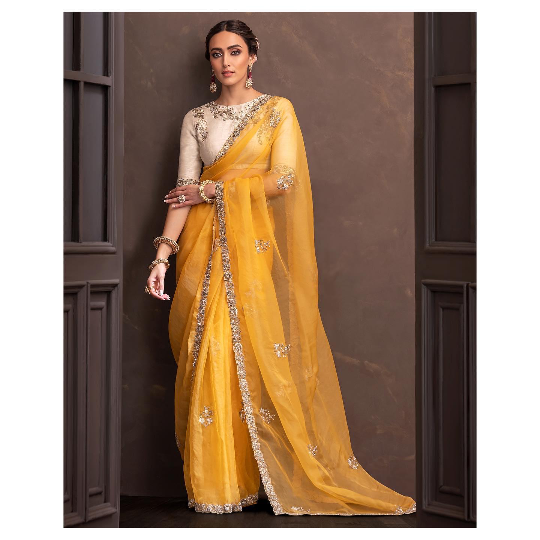 An ochre silk organza saree with old-rose peeta and silk thread embroidery. . Wedding Couture 21-22 Shyamal & Bhumika. 2021-10-17