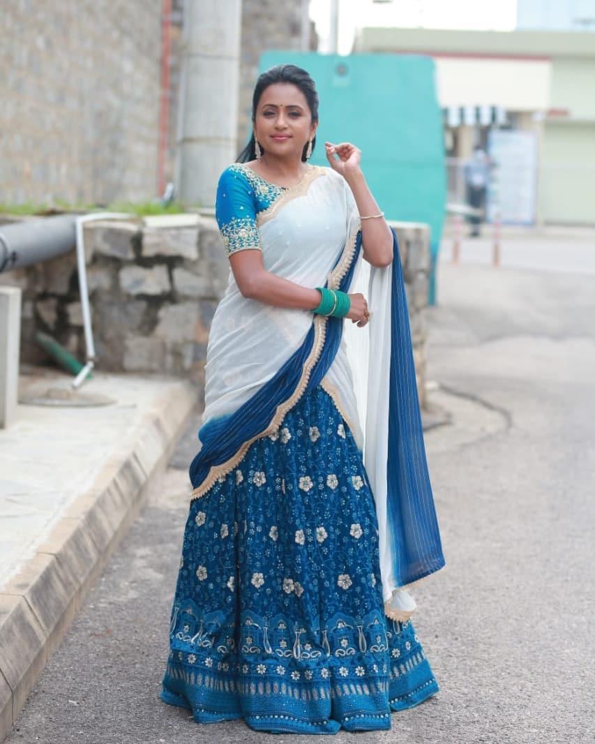 Gorgeous anchor Suma Kanakala in halfsaree for cash program. Outfit : Myriti. 2021-10-18