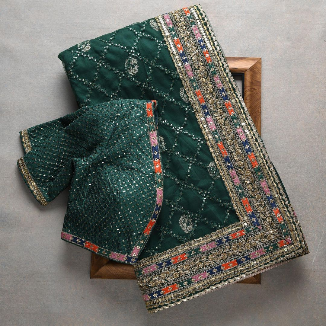 This olive green saree is a epitome of beauty and grace. The saree targets the modern women with old world charm with a dream of keeping the rich textile culture of India alive.  - Worldwide free shipping Contact : 00919845922959. Email: Esales@samyakk.com. 2021-10-18