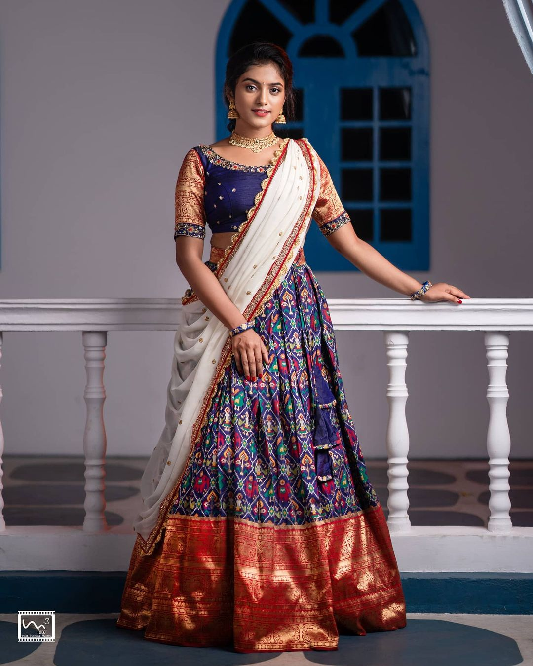 A Classic traditional bridal pattu navyblue lehenga with white dupatta and an intricately handworked blouse. A must have lehenga for the brides this wedding season. It blends perfectly for any bride with any skintone. 2021-10-18