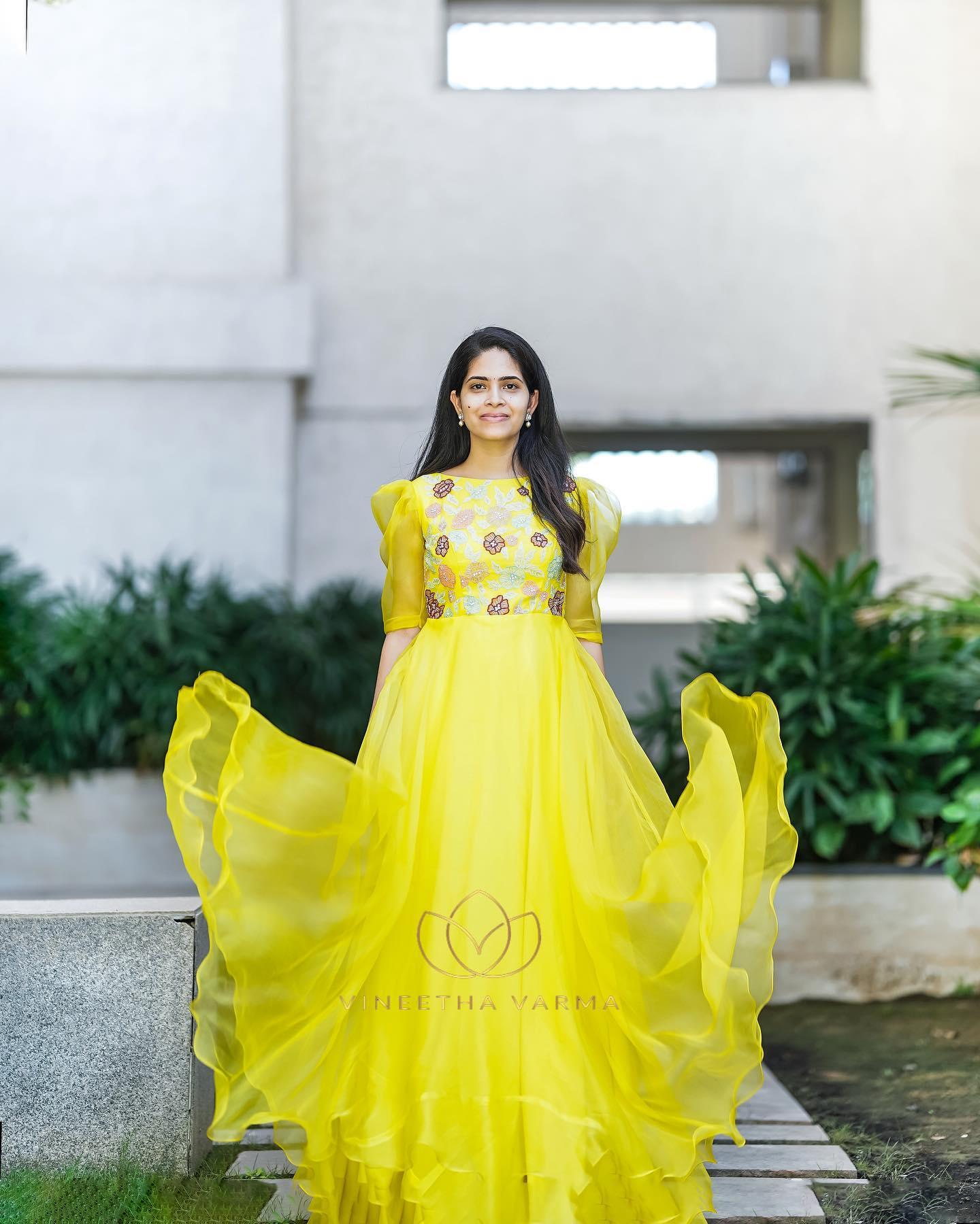 Applique work pure organza long dress. ISHYA. Price : 9800.00 2021-10-21